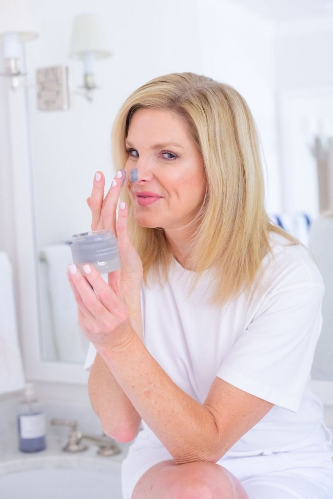 Tanya Foster using Omorovicza moor mud product