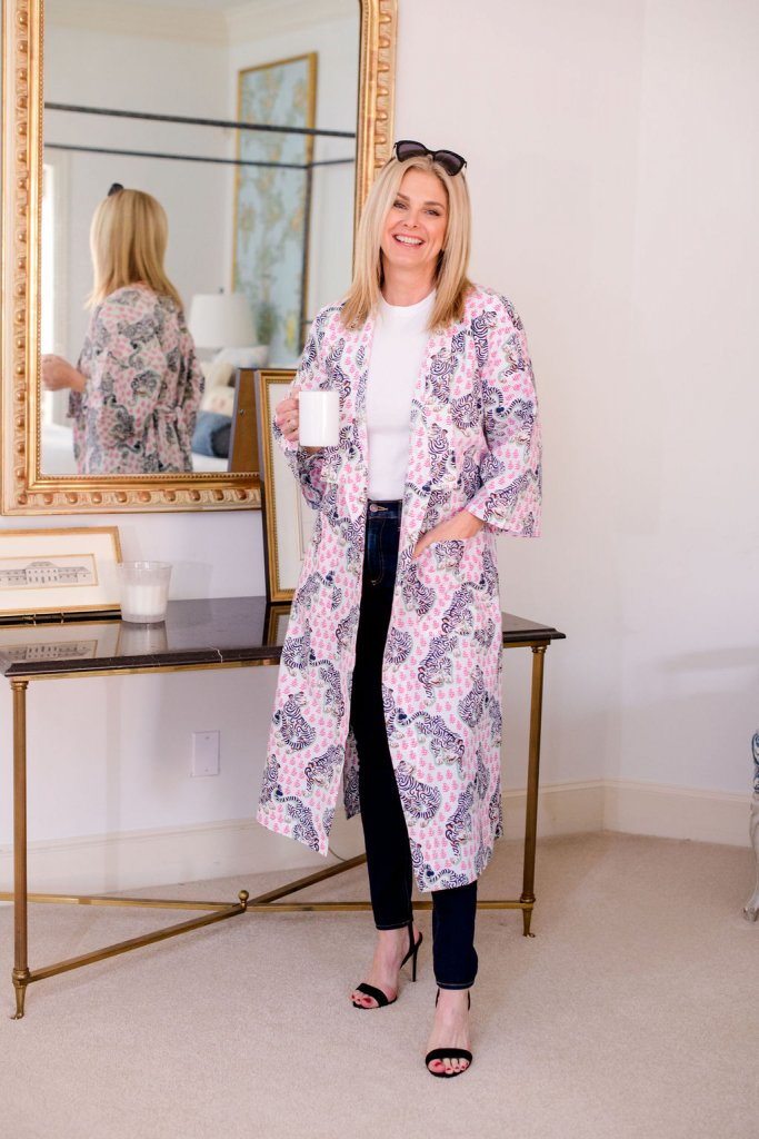 Tanya foster wearing veronica beard skinny jeans, white tee, black strappy sandals with a print fresh kimono